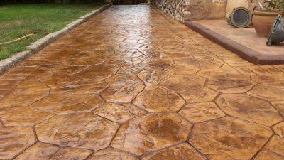 curte cu beton decorativ lucios