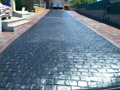 curatare curte cu beton amprentat