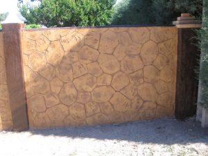pereti din beton amprentat vertical